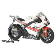Yamaha YZR-M1 No.46 - 50th Anniversary Valencia Edition - 1:12 Motocycle - Tamiya
