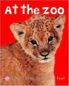 At the Zoo (Bright Baby Touch and Feel) [Board book]
