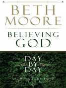 Believing God Day by Day [Large Print]