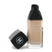 Chanel Vitalumiere Satin Smoothing Fluid Makeup SPF 15, # 20 Clair, 30ml