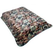 Wyndham House GFBLK483 79 x 91 Camo Blanket Pattern