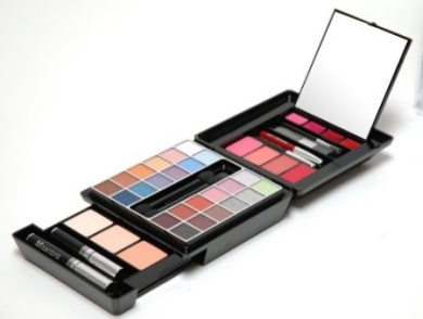 Beauty Revolution MAKEUPKIT Complete With Makeover Kit With Runway Colours.Item# JC237
