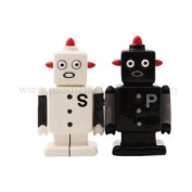 Pacific Trading 9000 Magnetic Robot Salt And Pepper Shakers
