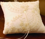 Beverly Clark A01120RP/WHT Victorian Ring Pillow in White