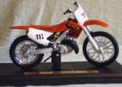 Maisto Motorrad Modell 1:18 Honda CR 250 R rot