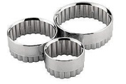 3 Stainless steel Pastry cutters 8cm - 7cm - 6cm