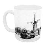 American army tanks pass a windmill in.. - Mug - Standard Size