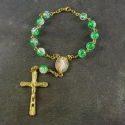Green crackle beaded bracelet with clasp 8mm beads and gold chain