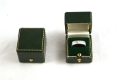 1 x Antique Style Green Leatherette Ring Box