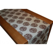 A Greener Kitchen Organic Cotton Table Runner (20 x 93) Evelyn