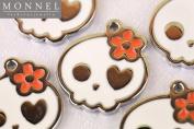 M02 Wholesale Cute White Sugar Skull Design 10pcs Bead Charm Pendant