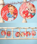 """BETHANY LOWE Retro Valentine's Day """"Be Mine"""" Paper and Tinsel Garland"""