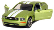 13cm 2006 Ford Mustang GT with Stripes 1:38 Scale