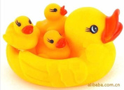 CL0075 4pcs/Set Mom And Baby Rubber Yellow Ducks Bath Toys. Duck Bath Toys