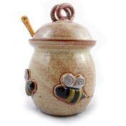 Bee 590ml Stoneware Honey Pot Pottery Jar Made in the USA with Cherry Wood Honey Stick