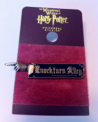 Wizarding World of Harry Potter : Knockturn Alley Sign Metal Trading Pin