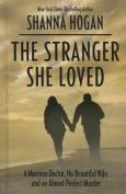 The Stranger She Loved [Large Print]