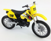 SUZUKI RM 250 Motocross Bike (2-STROKE) Die Cast Toy Model 1:18 by Maisto
