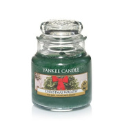 Yankee Candle Christmas Wreath Small Jar Candle, Festive Scent