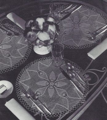 Vintage Crochet PATTERN to make - Pineapple Design Doily Centrepiece or Place Mats. NOT a finished item. This is a pattern and/or instructions to make the item only.