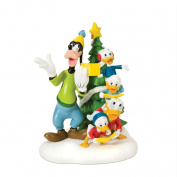 Department 56 Disney Village Accessory Figurine, Christmas Carols in Front of Tree