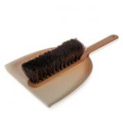 Iris Hantverk Dustpan & Brush Set in Beech - White