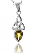 A 925 SILVER CELTIC TRINITY PENDANT NECKLACE WITH AUGUST BIRTH STONE (PERIDOT) ON A 41cm CHAIN