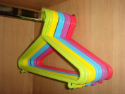100X CHILDREN KIDS BABY MULTICOLOURED COLOURFUL PLASTIC CLOTHES COAT HANGERS