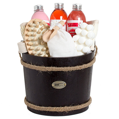 BRUBAKER Cosmetics Wooden Pail Spa Bath Gift Set 'Cranberry' (9 Pieces)