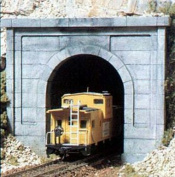 WOODLAND SCENICS C1152 Concrete Single Portals (2) N WOOU1152