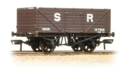 37-090 Bachmann OO - 7 waggon with end door 46140cm SR brown