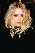 Wigbuy Fashion Ombre Hair Blonde Wig layered Wavy Bob Short Wig Full For Women