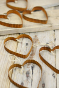 6 Rusty Corrugated 7.6cm Metal Hearts