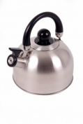 Stainless steel Whistling Kettle 2.5L Tri-layer base with a 0.3 mm layer of aluminium encapsulated between two layers af stainless steel providing ideal heat retention and distribution