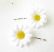 2 x White Daisy Flower Hair Grips Clips Bridesmaid Bobby Pins Slides Boho 1787 *EXCLUSIVELY SOLD BY STARCROSSED BEAUTY*