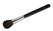 Blush Brush Provides the ideal soft, round stroke needed for highlighting and shading.