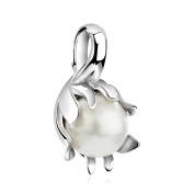 Pleasing and beautiful, Pure 925 sterling silver water lilly design Pendant with shell pearl.