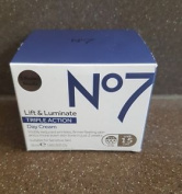 No7 Lift & Luminate Triple Action Day Cream - Spf 15 - 50ml - Hypo-allergeni