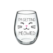 I'm Getting Meowied Funny Wine Glass 440ml - Unique Wedding Gift Idea for Fiancee, Bride, Bridal Shower Gifts - Engagement Party Gift for Her - Evening Mug