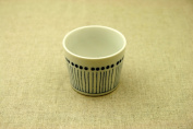Blue 10 grass (soutokusa) near the little blue and white Cup stripe small bowl near Inoguchi Cup Japanese plates made of Japan money with constant blue