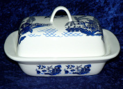 Blue willow pattern butter dish - Traditional blue willow pattern on white porcelain butter dish decorated on lid and sides