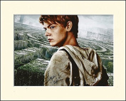 THOMAS SANGSTER MAZE RUNNER No.2 SIGNED AUTOGRAPH PHOTO PRINT IN MOUNT