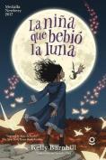 La Nina Que Bebio La Luna [Spanish]