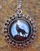 Wolf Howling at the Moon, Glass Bead pendant on 46cm Chain Necklace Handmade Arts and Craft