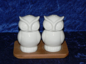 White owls salt and pepper set ceramic on bamboo tray
